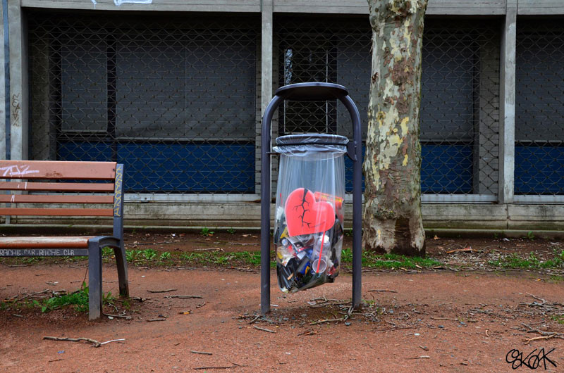 فن جرافيتي يتفاعل مع محيطه