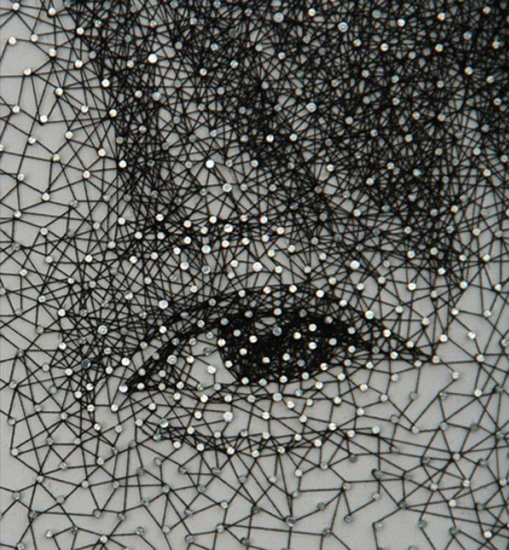 الرسم بخيط واحد ملفوف حول آلاف المسامير