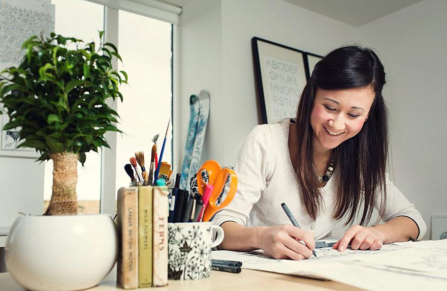 فنانة تنتج دفاتر تلوين للكبار وتبيع أكثر من مليون نسخة