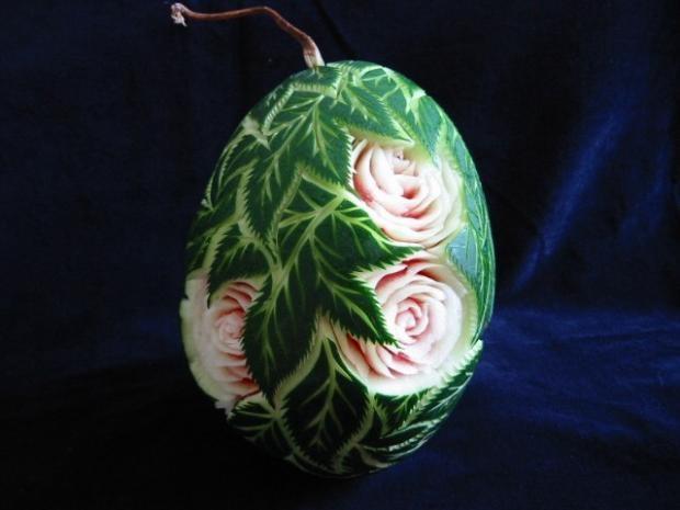 فن النحت على البطيخ