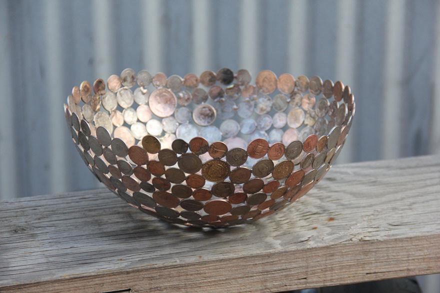 فن جميل من مفاتيح و نقود معدنية معاد تدويرها