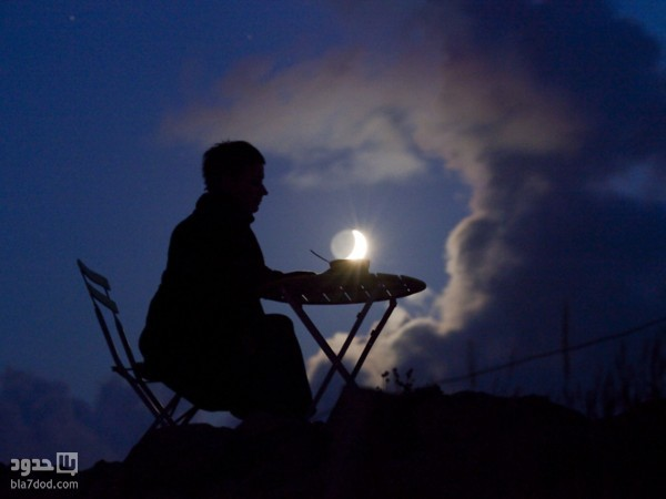 المصور الفرنسي  Laurent Laveder يلعب مع القمر