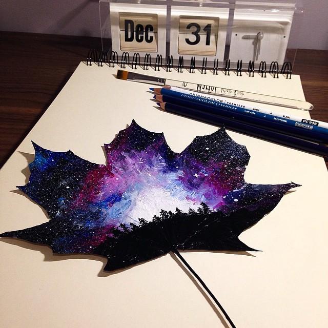 فنانة بولندية تستخدم أوراق الأشجار المتساقطة لرسم لوحات  فنية جميلة