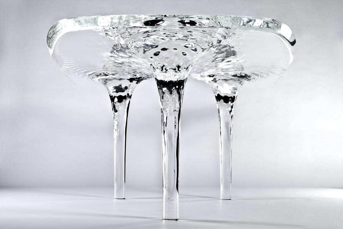 طاولات المياه المتدفقة من تصميم زها الحديد
