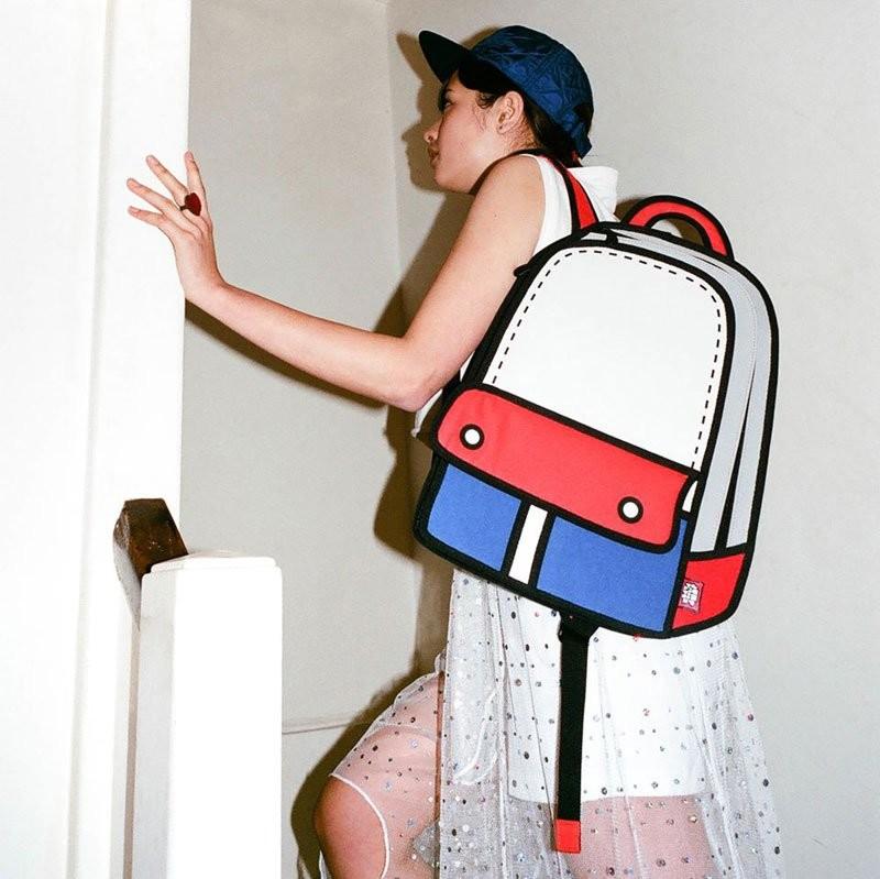 حقائب عجيبة تبدو وكأنها رسوم كرتون