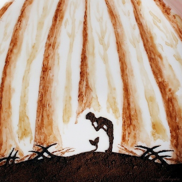 فن القهوة على أوراق الشجر