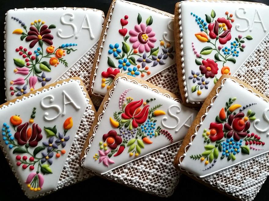 شيف هنغارية تحول البسكويت العادي إلى قطع فنية مذهلة من وحي التطريز