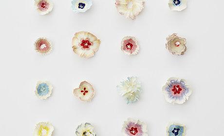 زهور ورقية صغيرة مستوحاة من بري أقلام الرصاص