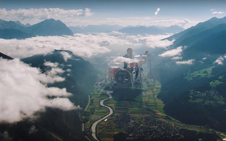 المؤثرات البصرية السريالية الجميلة في فيديو كولدبلاي Up&Up