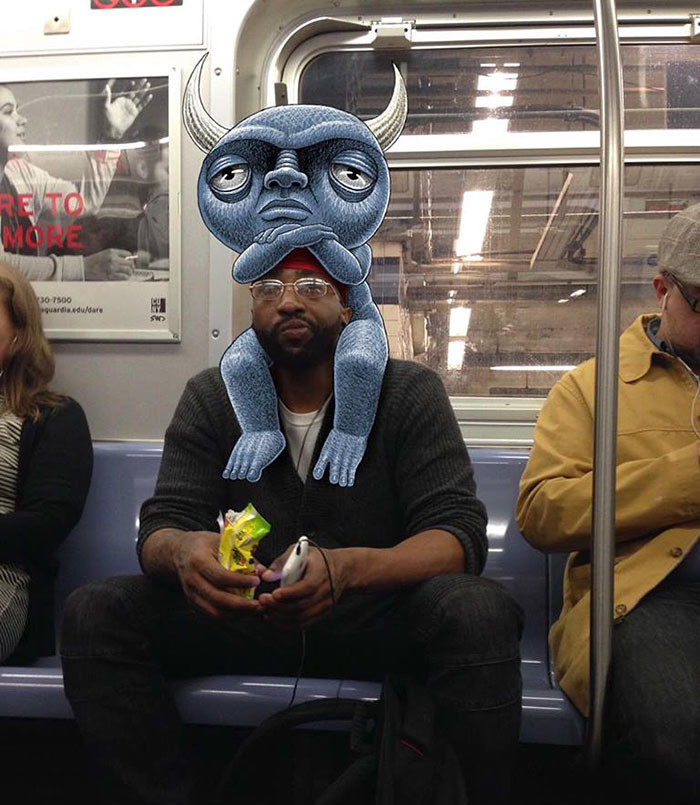 فنان يرسم وحوش فكاهية في مترو أنفاق مدينة نيويورك