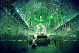 مسجد يبدو عاديا من الخارج لكن يبهر الأنظار من الداخل