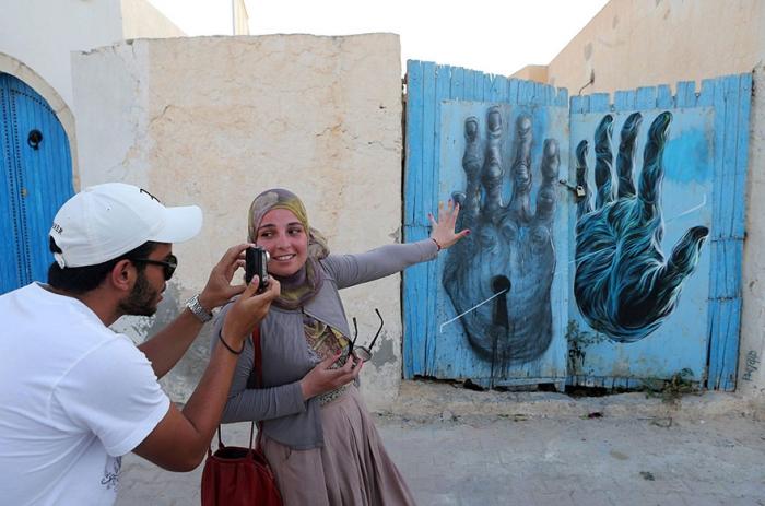 فنانون عالميون يحيون قرية تونسية بالفن