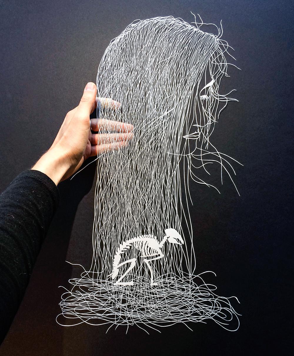 أعمال فنية معقدة عن طريق قص الورق بدقة فائقة